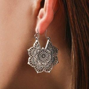 Earrings :: Boutique